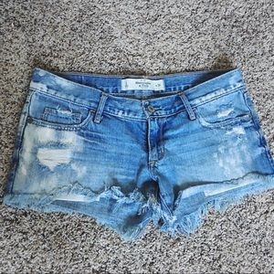 ABERCROMBIE&FITCH Low rise Distressed Jean Shorts